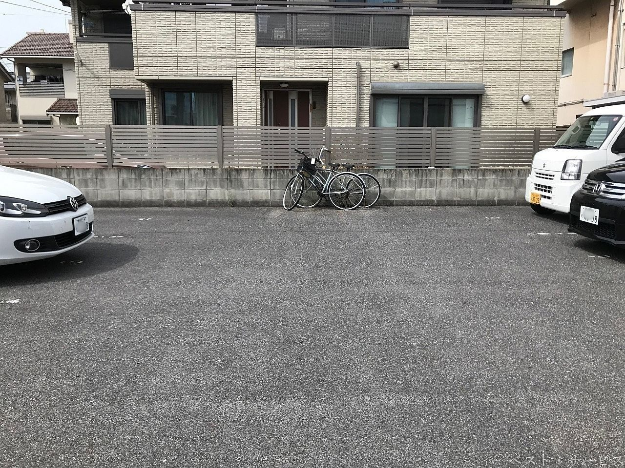 月極駐車場内の放置自転車