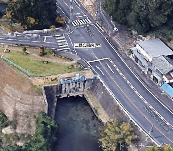 三野公園前交差点に旭川からの水引き込みの樋門あり