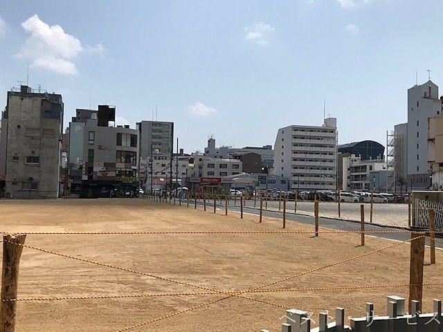 この向こうに幸町/下石井公園の演舞場があります