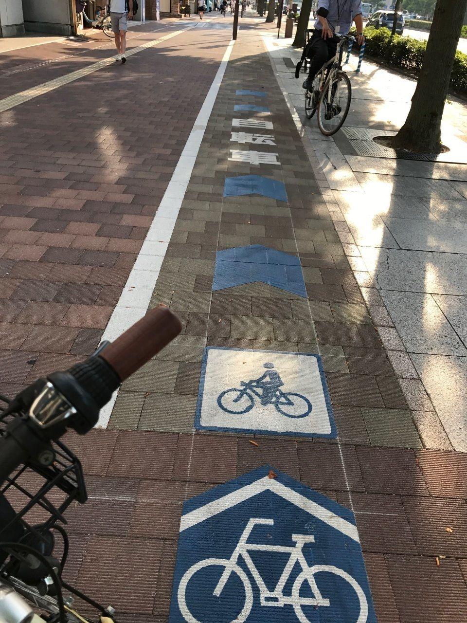 桃太郎大通り 岡山駅に向かい左(南)歩道