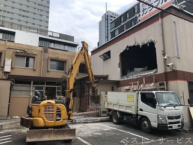 日本料理店「まつのき亭」と「カラオケルーム・カラフル」の解体