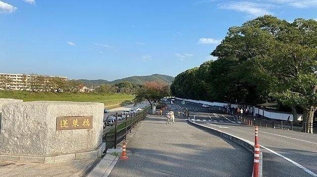 日本3名園「後楽園」の駐車場,観光バスゼロ,観光客依然少ない