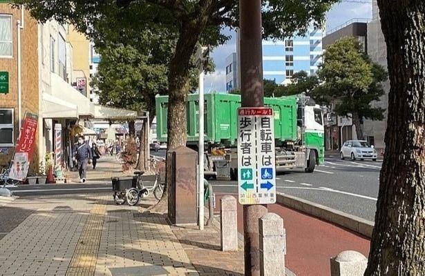 岡山駅西口筋ベスト・サービス店舗前より撮影,NISSHIN CLEANさんのダンプ
