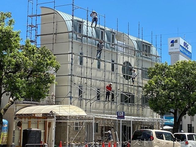 てらお店舗,奉還町商店街東口角,外壁塗装の様子