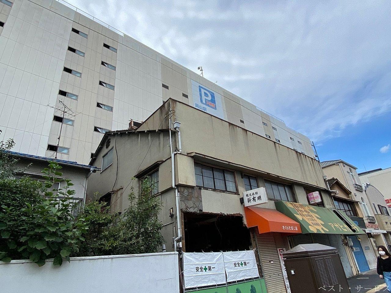 JR岡山駅西口筋沿いの建物解体が始まる