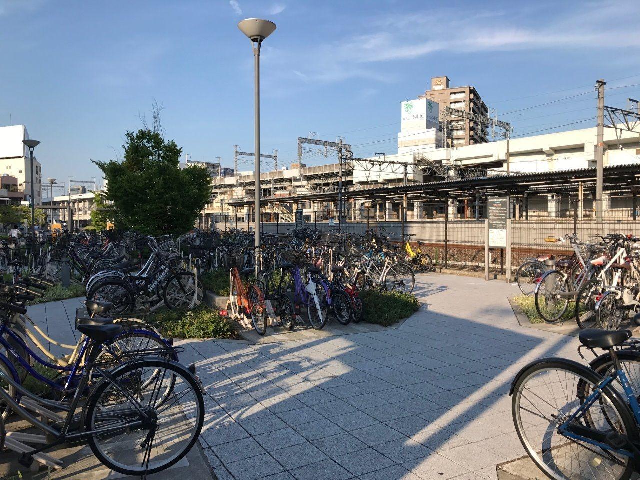 JR線路沿いにある「岡山駅西口駐輪場」