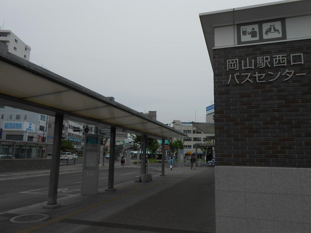 全体を見渡せるコンパクトで分かりやすい岡山駅西口バスセンター
