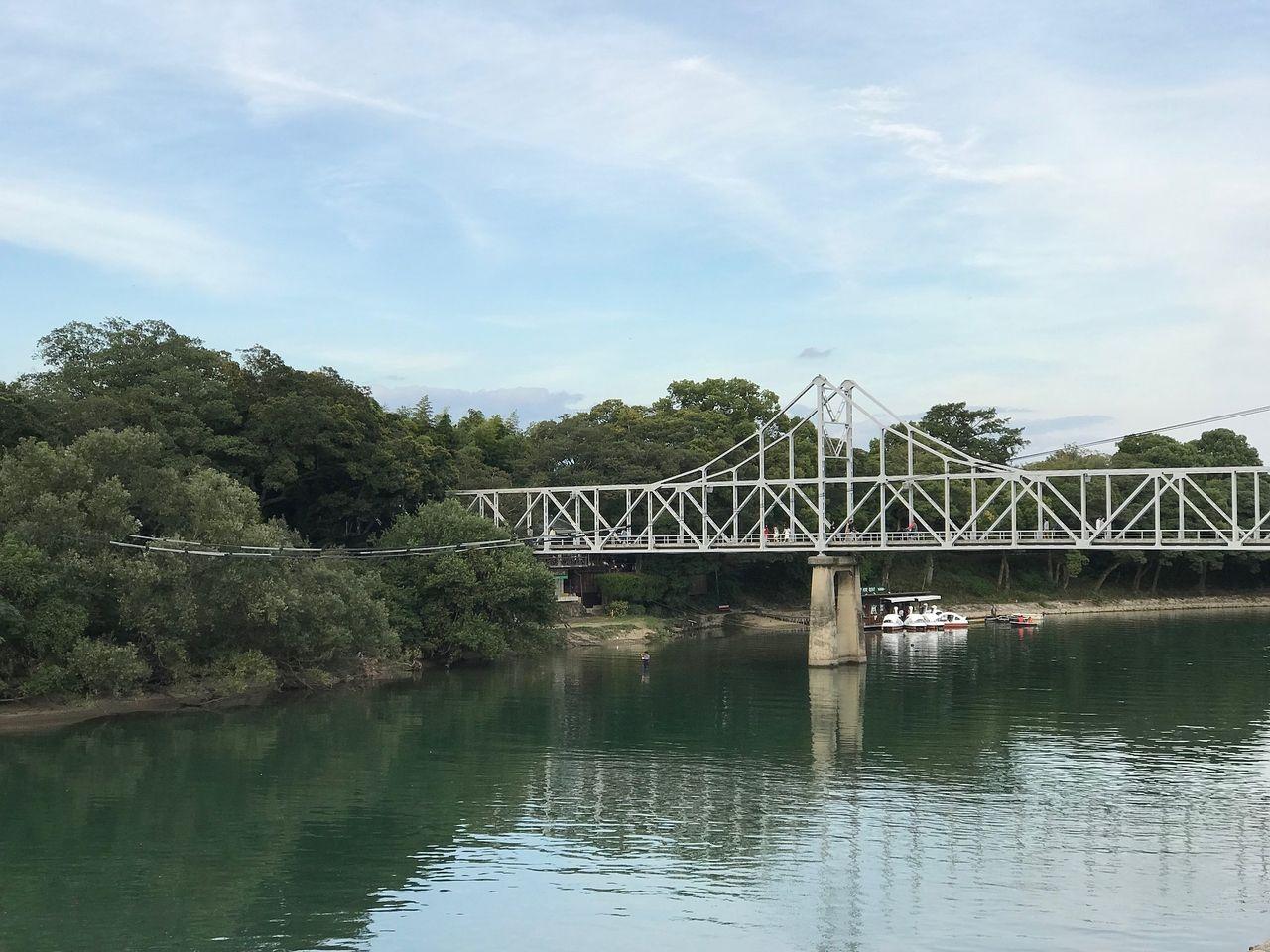 後楽園と烏城公園につながる月見橋