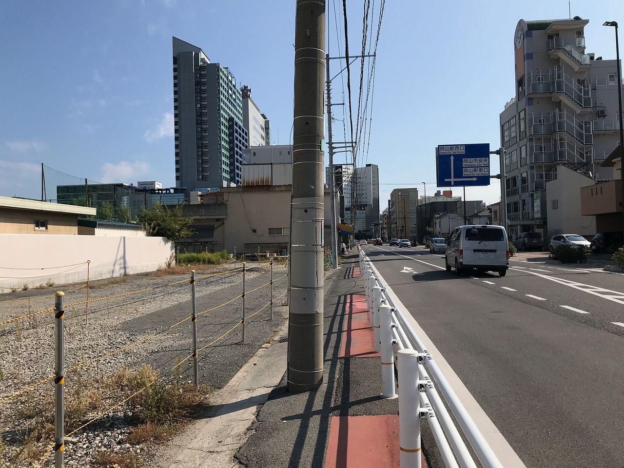 富町方面から岡山駅方面を見る 突き当りが「さんすて岡山」です フォーラムシティビルが左手に見えます