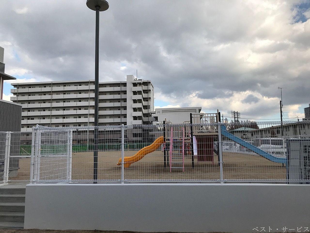 伊島認定こども園の遊園地(運動場)