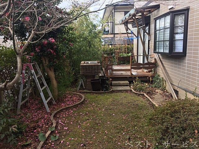 バーベキュー可能なテラスあり、お花見も楽しめる庭