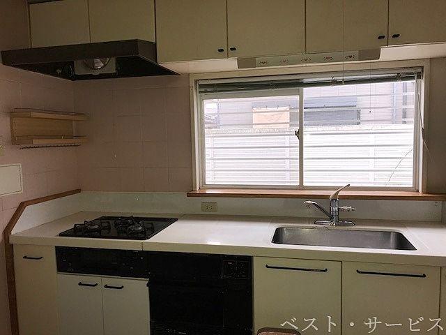 1階 キッチン 3口ガスコンロ/グリルあり(都市ガス)