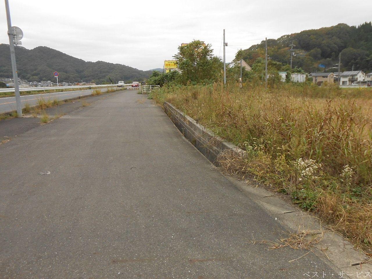 国道486号線側から撮影した「矢掛売地」