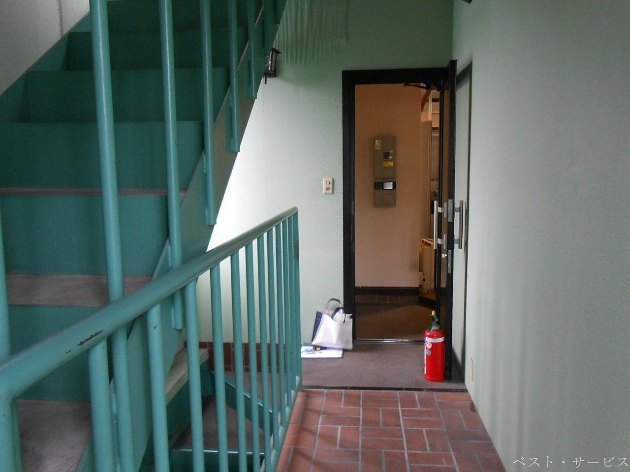2階廊下と屋上への階段